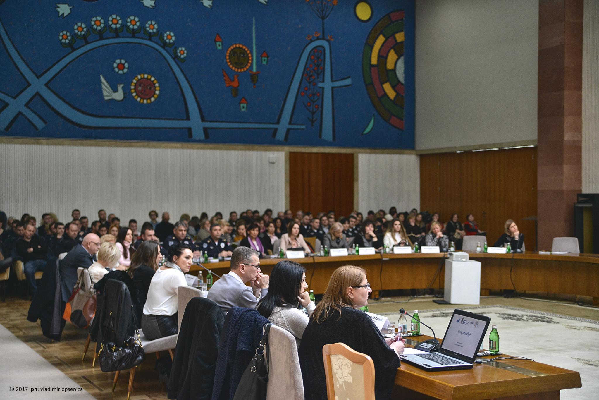 """Konferencija """"Napredni treninzi za rad sa seksualnim i rodnim manjinama i njihovim porodicama u sistemu socijalne zaštite"""" organizacija Kancelarija za ljudska i manjinska prava Vlade Republike Srbije i Asocijacijacija DUGA 10. Februar 2017, Palata Srbija  Konferencija se realizuje u okviru projekta """"Stvaranje tolerancije i razumevanja prema LGBT populaciji u srpskom društvu"""" koji fininasira ambasada Kraljevine Norveške, a realizuje Kancelarija za ljudska i manjinska prava Vlade Republike Srbije  © 2017 ph: vladimir opsenica"""